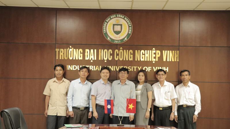 Sở Giáo dục và thể thao tỉnh Xiêng Khoảng (Lào) sang thăm và làm việc với Trường ĐH Công nghiệp Vinh về hợp tác đào tạo.