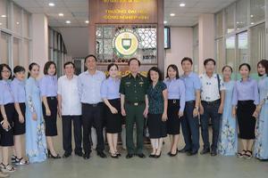 Thượng tướng Nguyễn Huy Hiệu về thăm Trường Đại học Công...