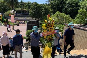 Trường Đại học Công Nghiệp Vinh dâng hương tưởng niệm ngày...