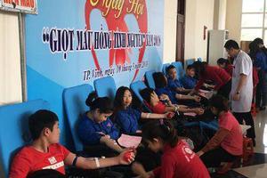 Hiến máu tình nguyện – nghĩa cử cao đẹp của sinh viên...