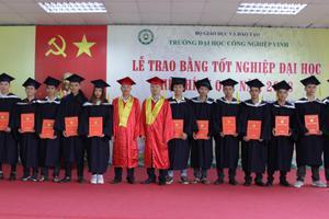 Ảnh Lễ trao bằng tốt nghiệp chính quy năm 2018