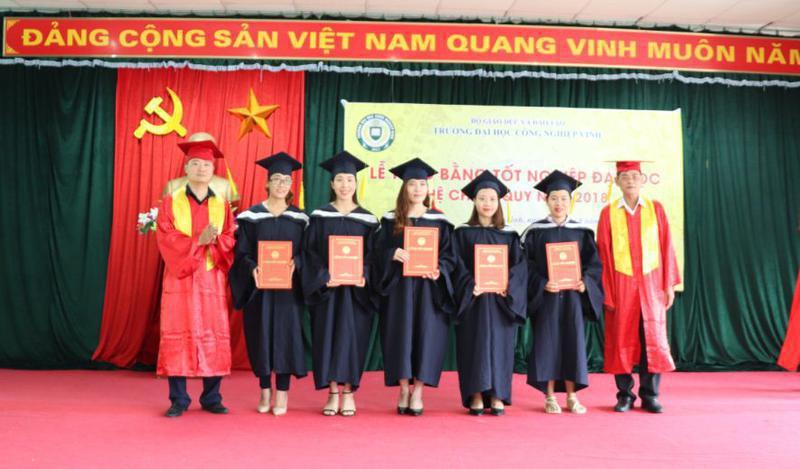 Lễ trao bằng tốt nghiệp Liên thông chính quy năm 2018