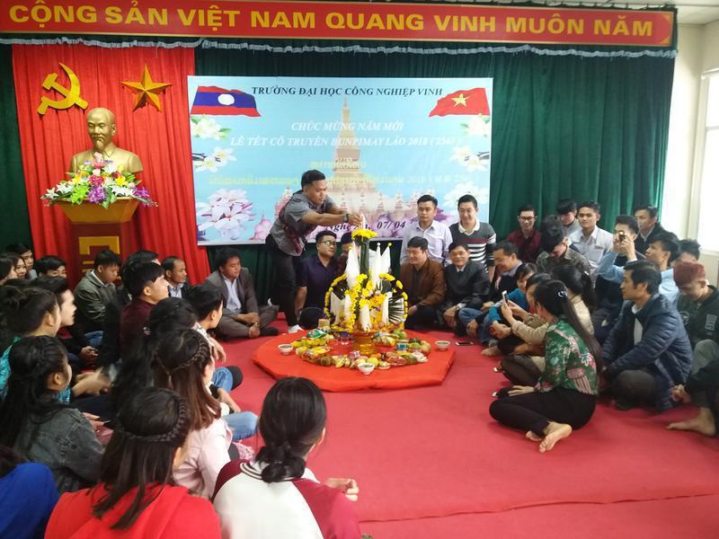 Chúc mừng Tết cổ truyền Bunpimay Lào 2018