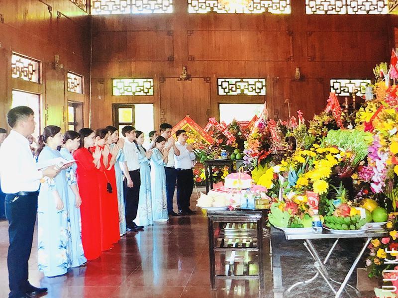 Trường ĐH Công Nghiệp Vinh dâng hương tưởng niệm nhân ngày sinh Chủ tịch Hồ Chí Minh